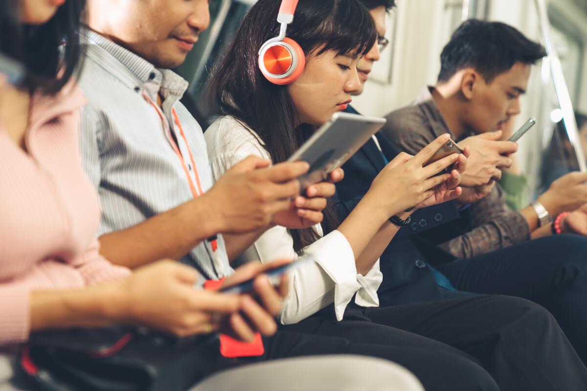 電車の中で行ってはいけない2つの勉強
